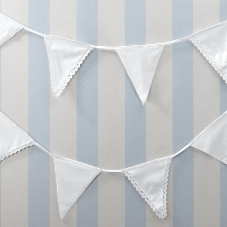 COTTON BUNTING WITH LACE EDGE