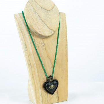 Nefeli Karyofilli Black-eyed heart (green chain)