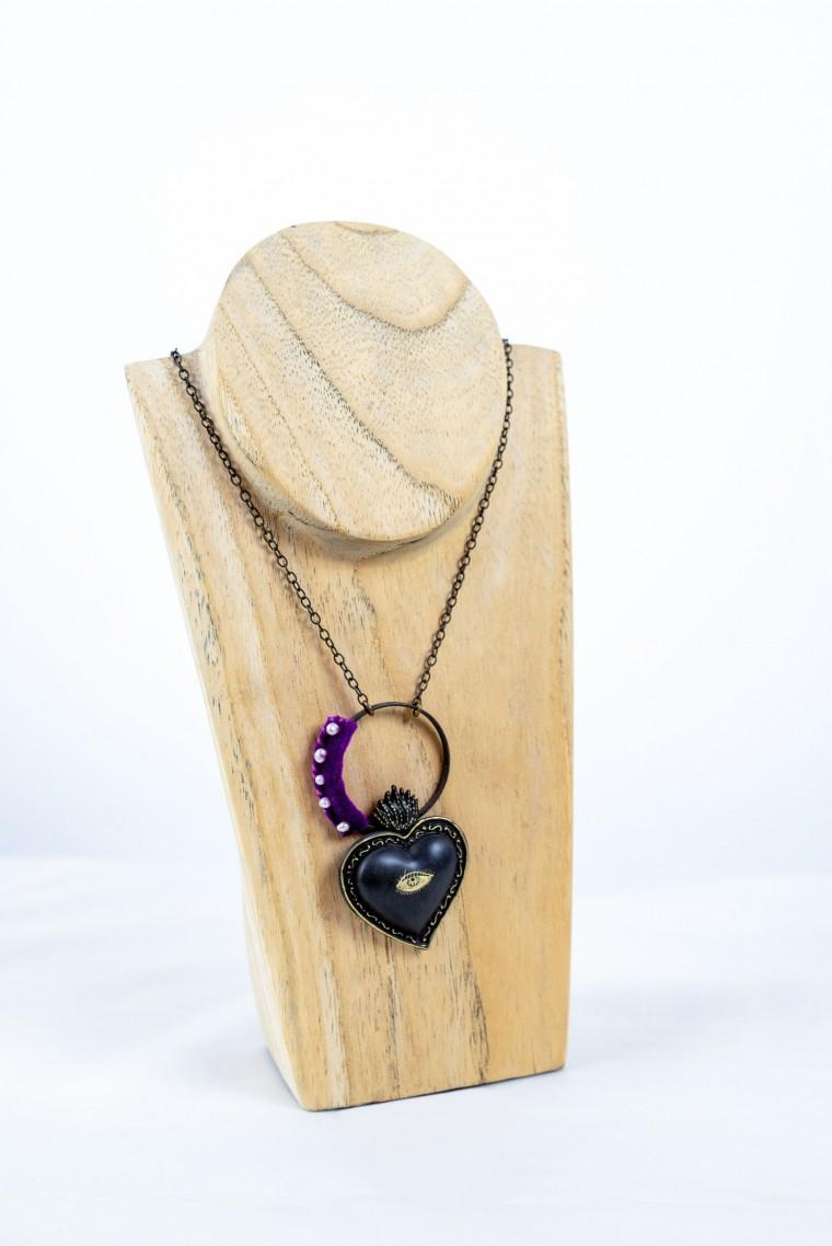 Nefeli Karyofilli Black heart necklace (and a velvet purple line)