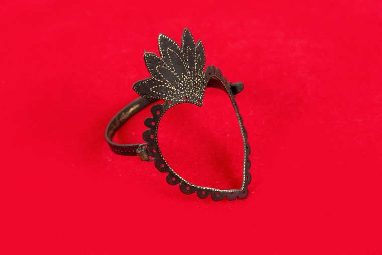 Nefeli Karyofilli Black Heart bracelet