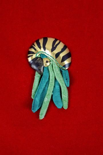 Nefeli Karyofilli Shrimp brooch